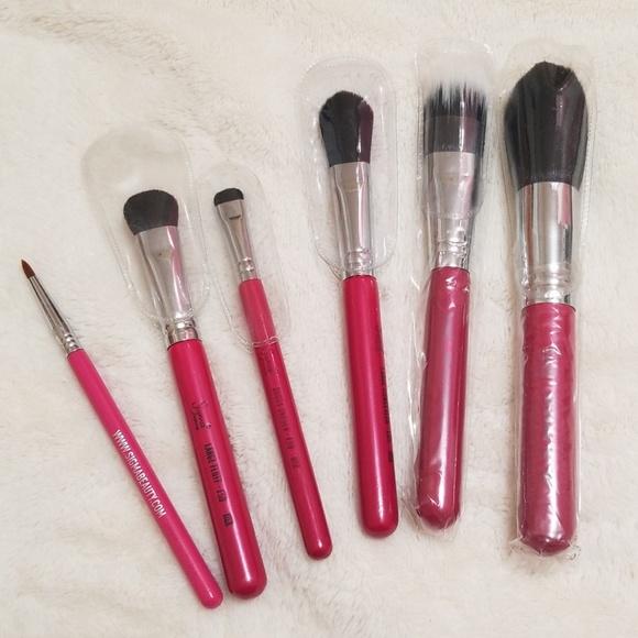 6 Sigma travel pink brush set. M_5c663bfe194dad55fefd956e